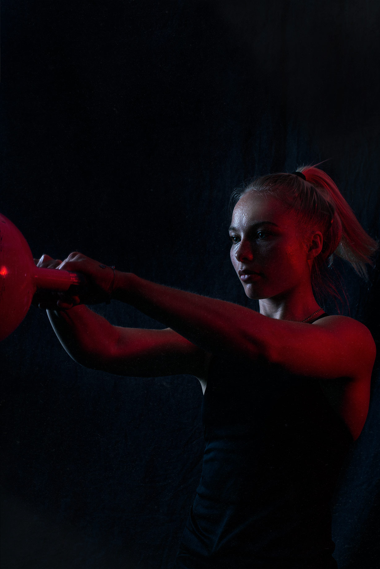 woman using a kettle bell